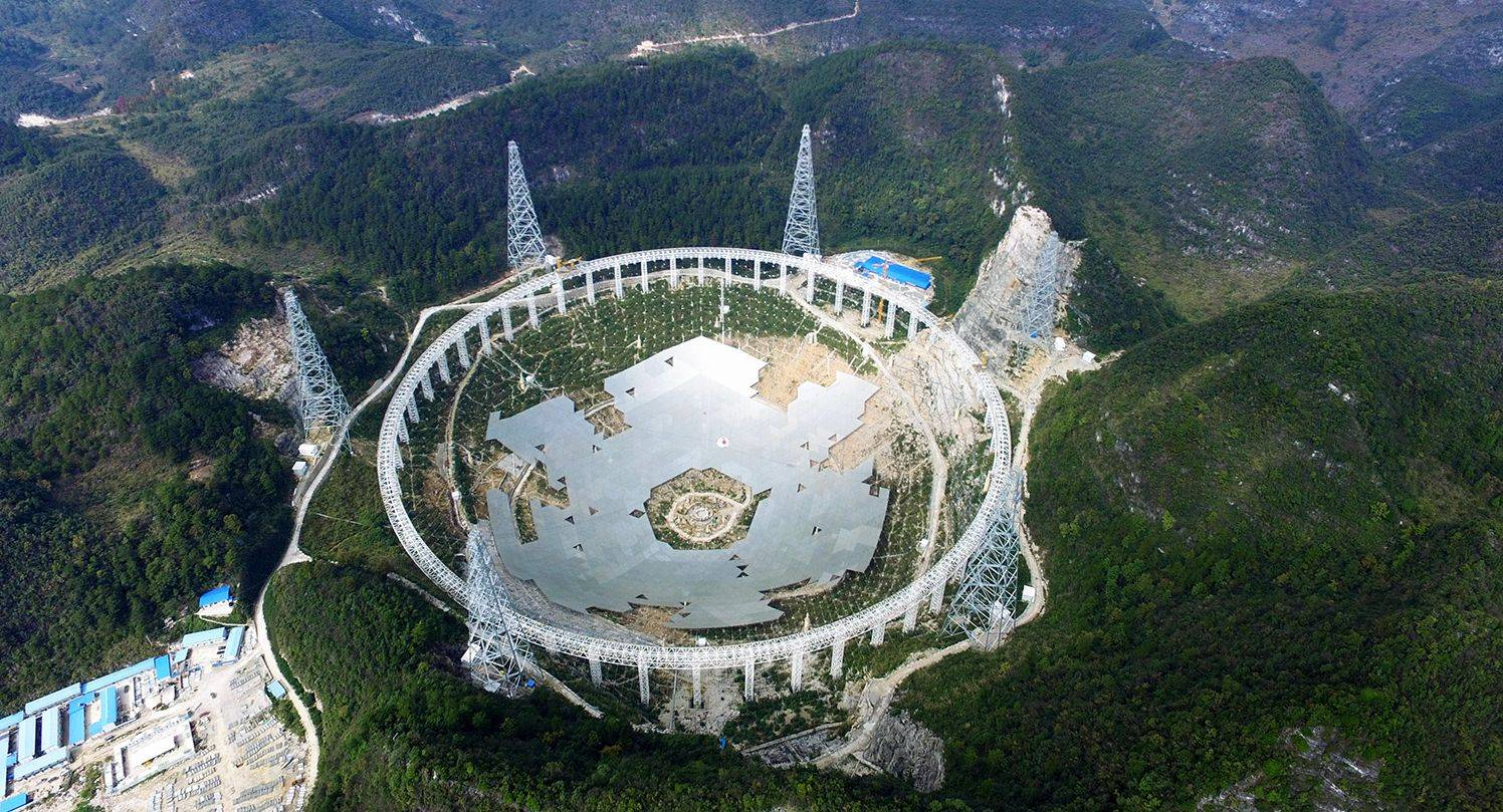 Foto: Five hundred meter Aperture Spherical Radio Telescope (FAST).
