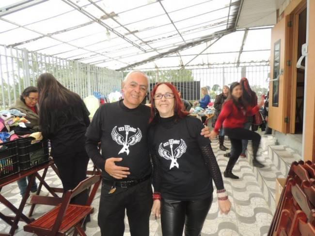 Carlos Reis e Rose Reis, idealizadores do Grupo Rock Solidário, em um dos eventos beneficentes que promovem (foto: arquivo pessoal)