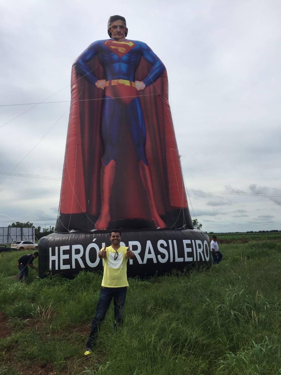 Os empresários da cidade de Lucas do Rio Verde (MT) se reuniram para confeccionar um boneco de 12 metros do juiz Sergio Moro. Foto: Arquivo Pessoal