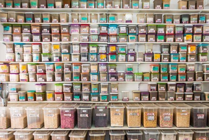 Centenas de produtos em lojas como a Assel Especiarias, no Mercado Municipal. Foto: Fred Kendi/Gazeta do Povo
