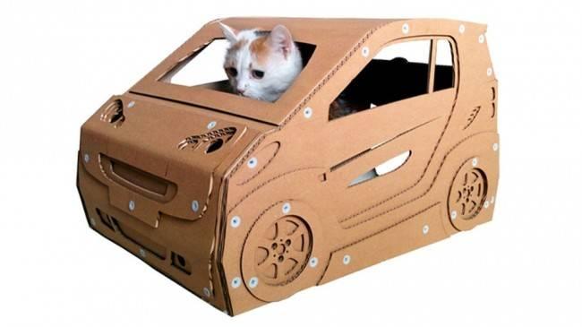 Casinha em formato de carro.