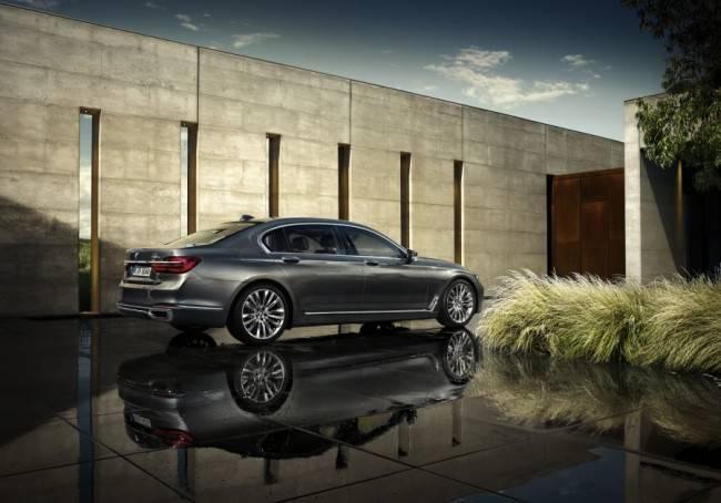 Tecnologia de ponta, design contemporâneo e conforto fazem do novo BMW Série 7 o sedan do futuro.