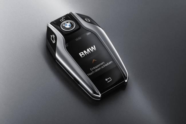 Chave com visor Touch Screen, estacionar seu carro nunca foi tão simples.