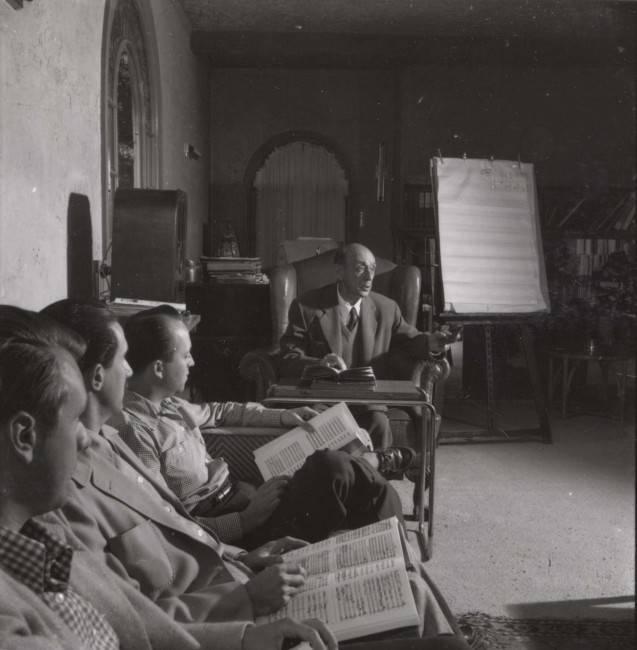 Schoenberg lecionando na Califórnia em 1947