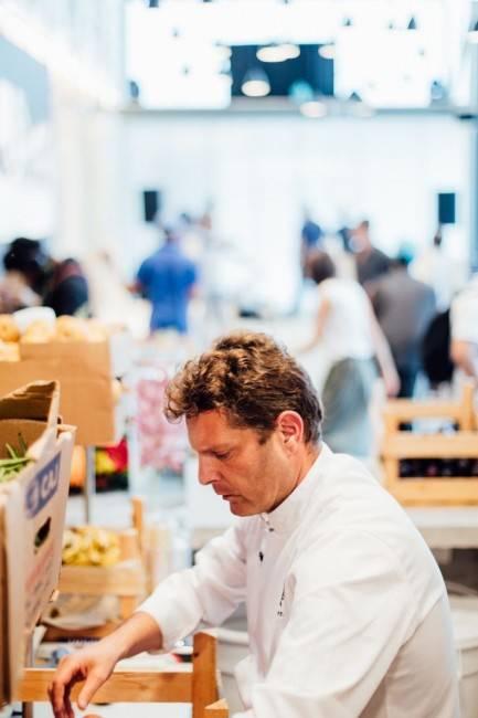 O chef curitibano David Herttz, da Gastromotiva, que ao lado de Massimo Bottura e da jornalista Ale Forbes são os responsáveis pelo RefettoRio. Foto de Angelo Dal Bó