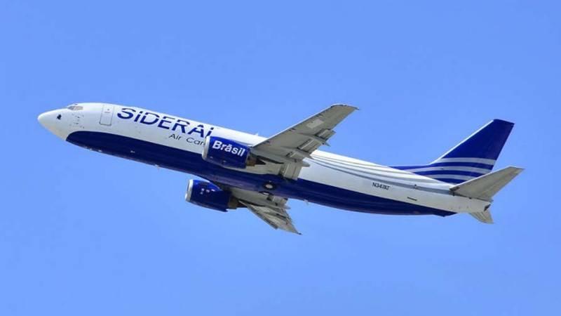 A Sideral opera quatro Boeing 737-400 (Foto: Divulgação/AEA)