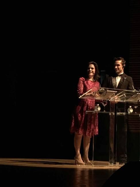 Dupla de apresentadores; a gerente do Núcleo Estilo de Vida, Andrea Sorgenfrei, e o chef Guzella