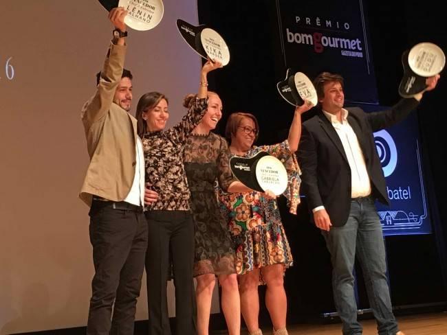 Lênin, o primeiro da esquerda para a direita, no dia do Prêmio Bom Gourmet