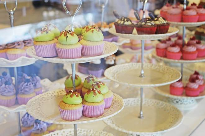 Goodies Bakery por Lorenzo Bernardi Cupcakes, Cookies, Macarons e Donuts