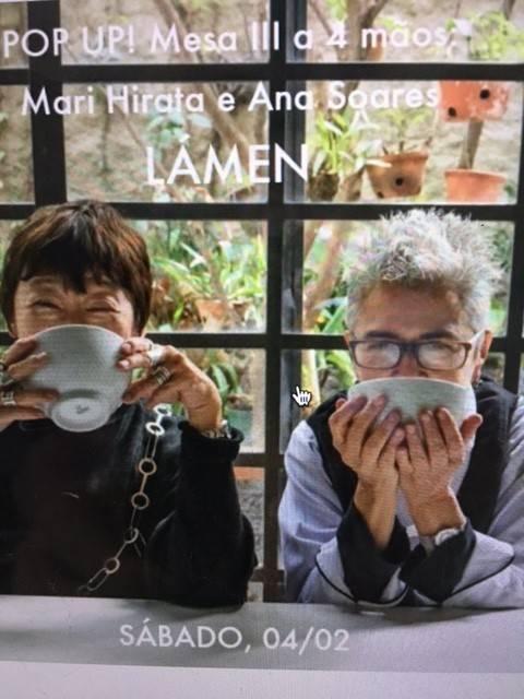 Na foto tirada da página, até que não ficou tão ruim,  Mari Hirata e Ana Soares
