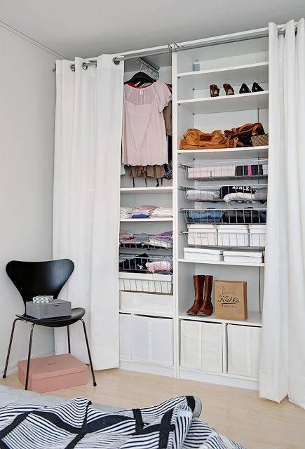 Ideia para criar um armário. Crédito: Pinterest / achadosdecoracao.com.br.