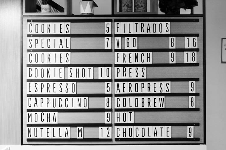 Cookie Stories por Lorenzo Bernardi Cardápio com opções de café