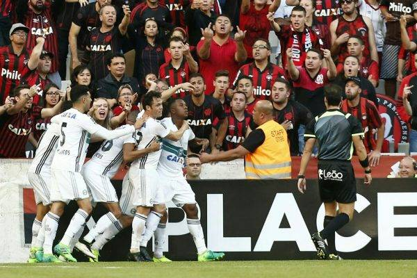 Alex diz que gol de Iago no Atletiba é para ser aplaudido em pé