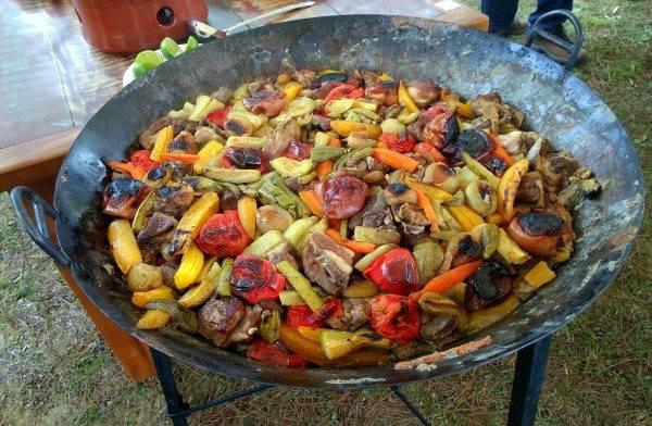 O Carneiro no Buraco pronto para ser servido. A primeira edição do evento no Restaurante Girassol, em Palmeira, foi o maior sucesso. (Foto/ Anacreon de Téos)