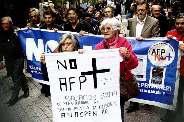 Aposentados chilenos protestam contra os baixos valores das pensões. Foto: Organização NO+AFP