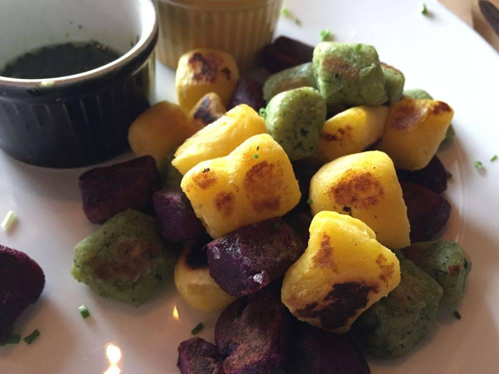 Nhoque de batata-salsa, batata-doce roxa e espinafre. Foto: Flávia Schiochet/Arquivo pessoal