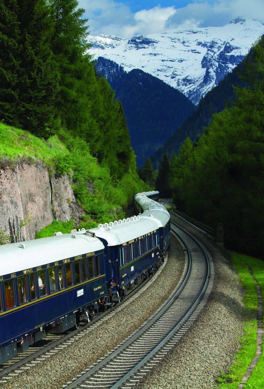 O primeiro trem de luxo com suítes da América do Sul com suítes faz a rota ferroviária mais alta do mundo com 4.800 metros de altitude. (crédito: divulgação/Belmond).