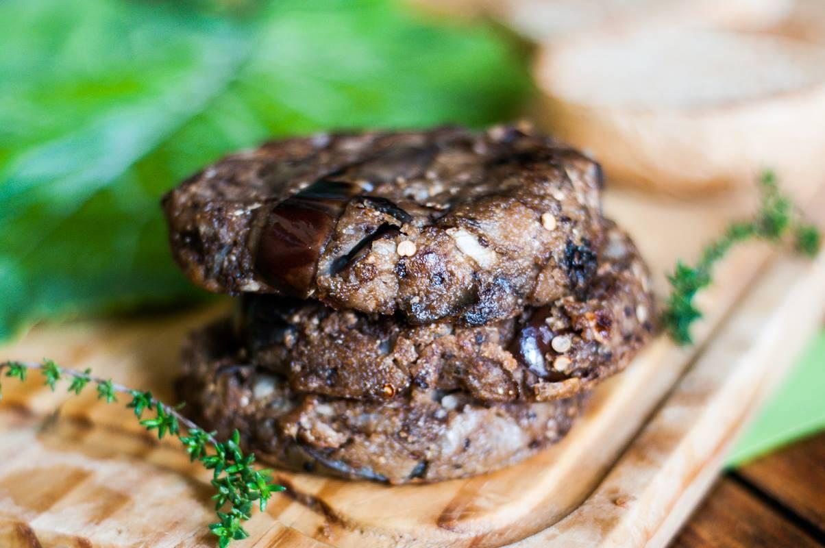 Hambúrguer de berinjela fermentada. Foto: Lorena Lenara/Divulgação