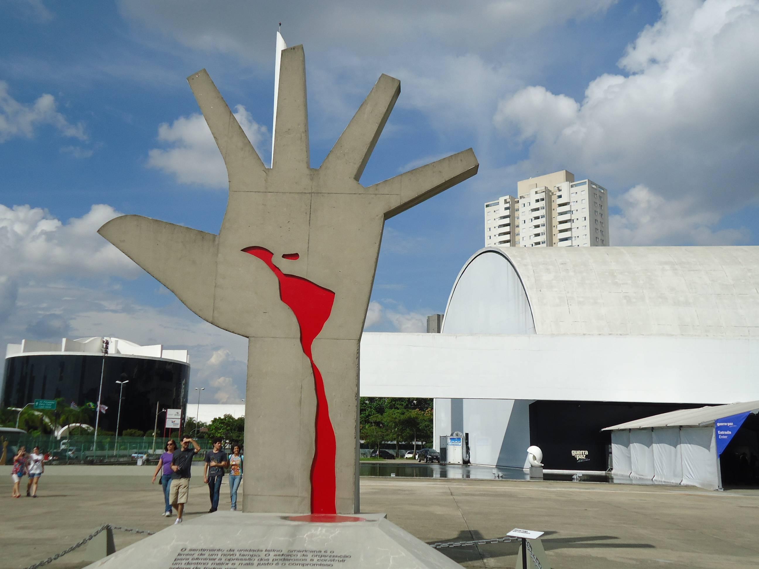 O Memorial da América Latina, desenhado pelo ícone Oscar Niemeyer, recebe a BienalSur. (crédito: divulgação).