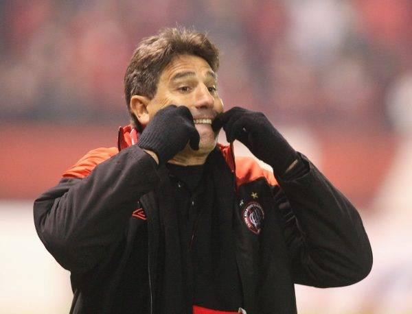 Renato em ação pelo Atlético contra o Botafogo, no Brasileirão de 2011. Foto: Daniel Castellano/Gazeta do Povo