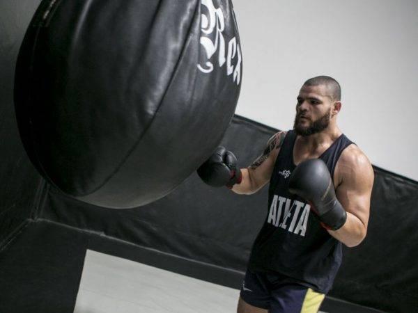 798130fd0bf16 O paulista Wagner Caldeirão, ex-UFC, agora treina na academia Evolução Thai,