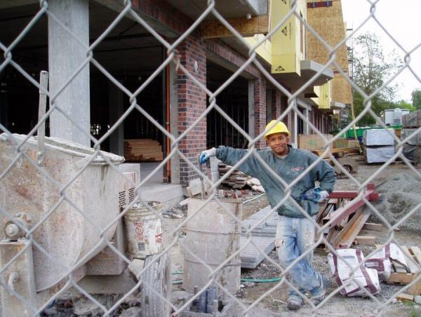 Campeão do UFC, Johnson já trabalhou na construção civil. Foto: Twitter