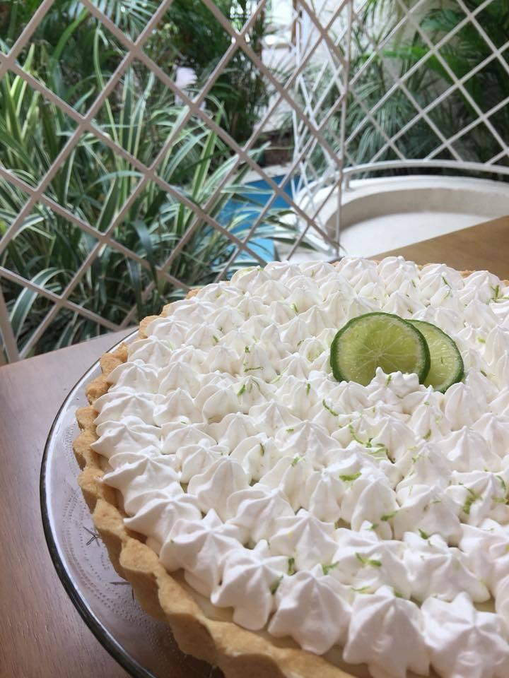 Torta de limão, uma das opções do brunch no restaurante Flor de Anis. Foto: Flor de Anis/Divulgação