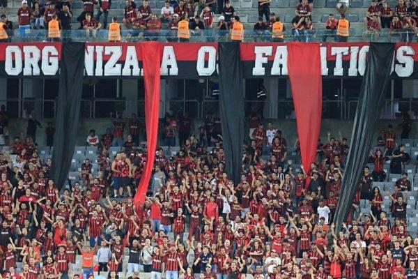 """Petraglia e Fanáticos discutem """"festa"""" na Arena e facção quer ouvir sócios"""