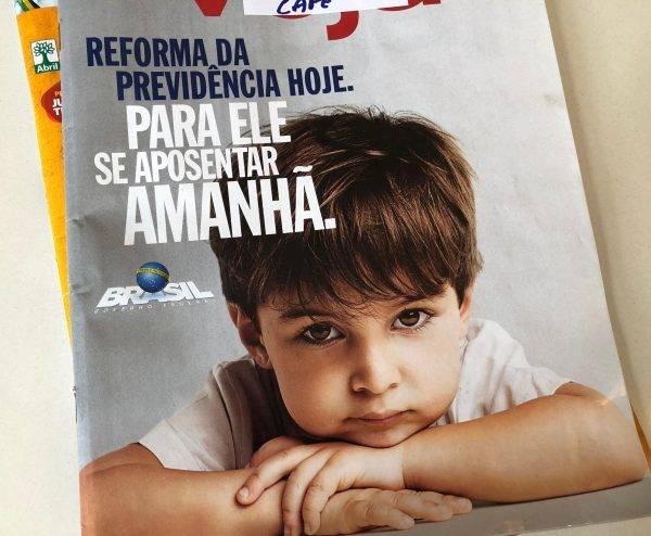 Propaganda da Reforma da Previdência veiculada na sobrecapa de quatro revistas semanais em fevereiro (Foto: Thaísa Oliveira/Gazeta do Povo)