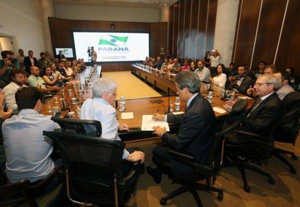 Secretário-chefe da Casa Civil, Valdir Rossoni, ao lado do governador do Paraná, Beto Richa (PSDB). Foto: Orlando Kissner/Arquivo ANPr