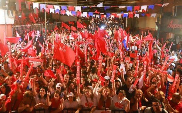 Festa da vitória do conservador Marito Abdo, do Partido Colorado, que se perpetua no poder. Foto: Divulgação/Campanha de Marito Abdo