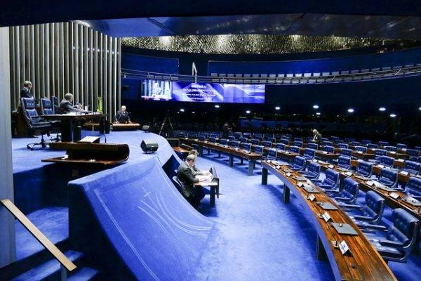 Na tribuna, senador Roberto Requião (PMDB-PR). Na mesa, senador Paulo Paim (PT-RS). Foto: Roque de Sá/Agência Senado