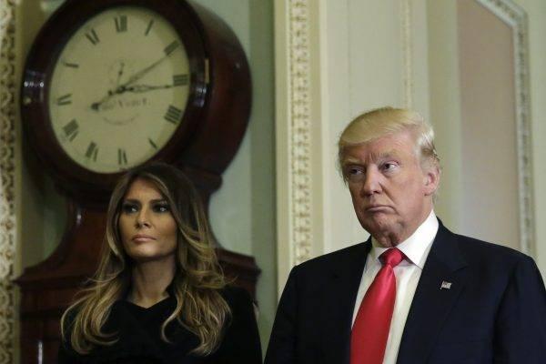 US President-elect Donald Trump talks to the media with his wife Melania Trump on Capitol Hill in Washington, DC on November 10, 2016.  / AFP PHOTO / YURI GRIPAS