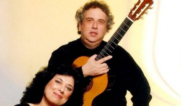 O soprano Adélia Issa e o violonista Edelton Gloeden