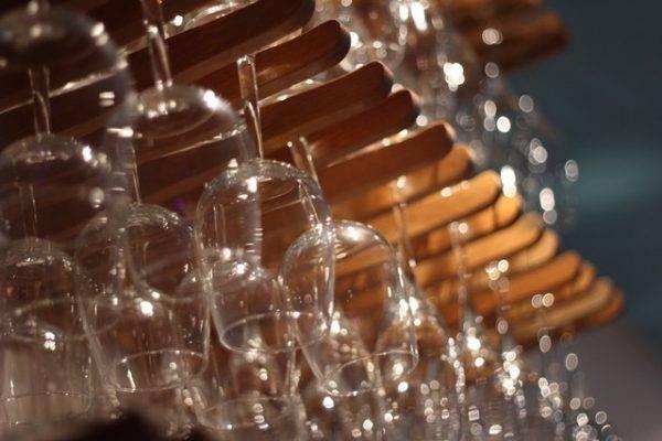 Vinhos e espumantes serão servidos no wine bar, com toque de informalidade das ruas. (Fotos/ Divulgação)