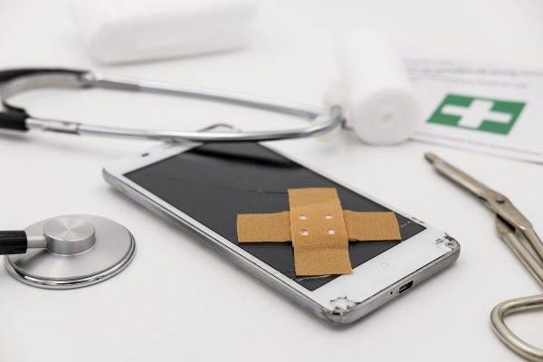 """8 dicas para deixar seu smartphone """"velho de guerra"""" melhor e mais rápido"""