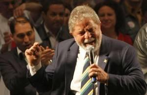Lula e a famosa gravata em comício no Paraná, em 2010.