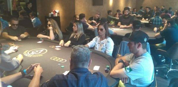 Participação foi grande na segunda etapa do Circuito Resenha do Poker no Batel Poker Clube.
