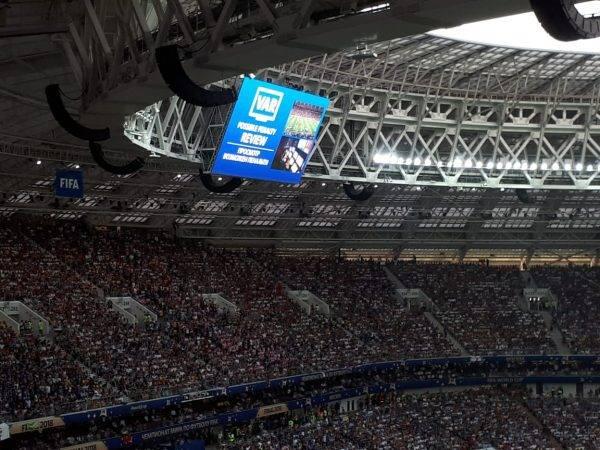 Sinalização do VAR na final da Copa. André Pugliesi/Gazeta do Povo, enviado especial à Rússia