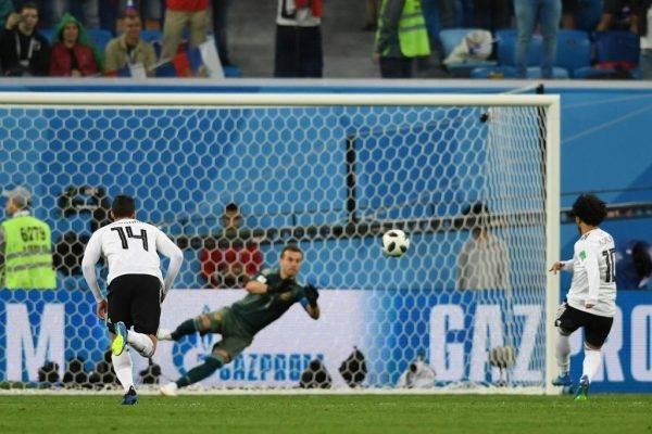 Salah converte pênalti para o Egito contra a Rússia GIUSEPPE CACACE/AFP