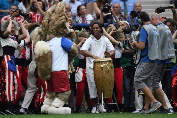 Campeão do mundo em 2002, Ronaldinho Gaúcho assume cada vez mais o papel de celebridade da bola. Foto AFP