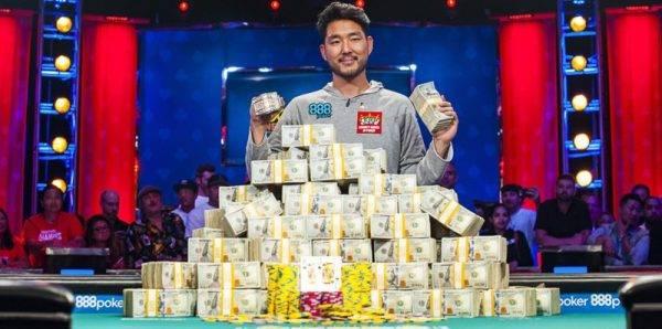 O norte americano John Cynn foi o campeão mundial de poker em 2018. Foto: Joe Giron/WSOP