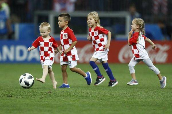 Crianças croatas após a semifinal da Copa do Mundo. Futuro do futebol? Foto: Jonathan Campos/Gazeta do Povo