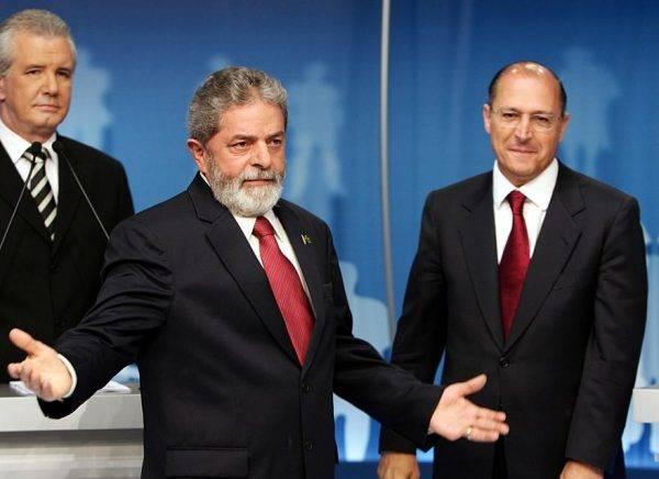 Lula e Alckmin durante debate nas eleições de 2006. Crédito da foto: Evaristo Sá/AFP