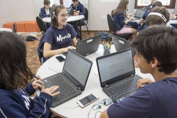 Aprendizagem colaborativa traz tecnologia para a sala de aula
