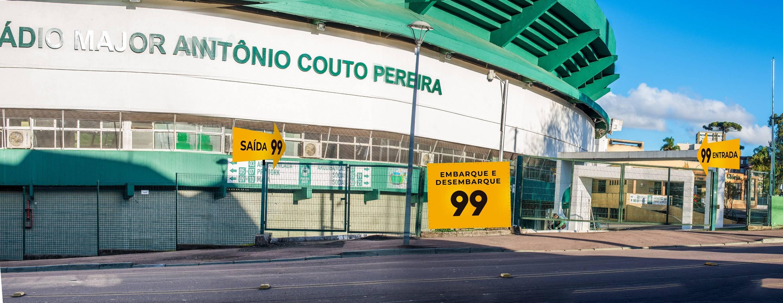 Bolsão de estacionamento.Material de divulgação da parceria entre Coritiba e 99.