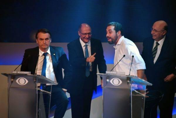 Jair Bolsonaro, Geraldo Alckmin, Guilherme Boulos e Henrique Meirelles no debate presidencial da Band. Foto: AFP