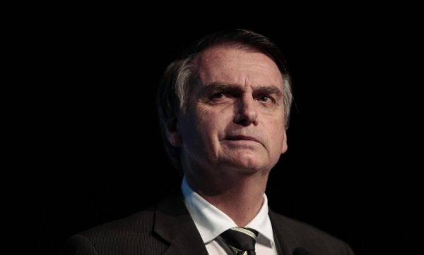 Bolsonaro, filho e apoiadores fazem ameaças a jornais e repórteres