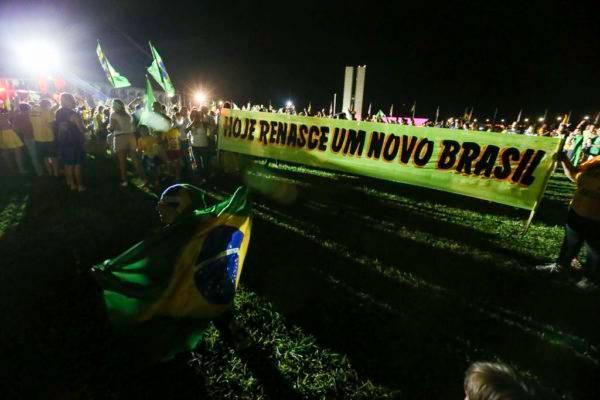 Em Brasília, eleitores do presidente eleito Jair Bolsonaro (PSL) concentram a comemoração pela vitória na Esplanada dos Ministérios. Foto: Fábio Rodrigues Pozzebom/Agência Brasil
