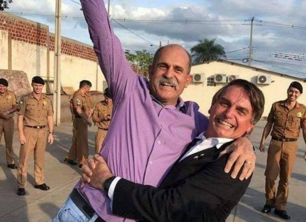 Deputado federal eleito Sargento Fahur (PSD-PR), ao lado do presidente da República eleito neste domingo (28), Jair Bolsonaro (PSL)